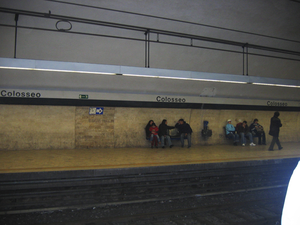 Схема метро Рима очень простая